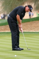 Mickelson sinking another short putt for birdie